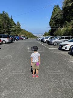 風景,空,屋外,車,駐車場,道路,樹木,人物,道,人,通り,車両,ホイール,陸上車両