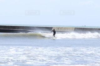 海,空,屋外,サーフィン,サーフボード,ビーチ,波,水面,サーフ,マリンスポーツ,ボードスポーツ