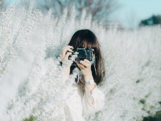女性,花,カメラ,スポーツ,女の子,少女,人物,ポートレート,雪柳,フィルム,フィルムカメラ,ユキヤナギ,エモい