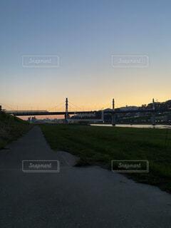 風景,空,秋,夕日,橋,屋外,雲,草,河川敷