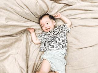 風景,屋内,景色,寝転ぶ,人物,人,赤ちゃん,幼児,少年,新生児,ベッド,人間の顔