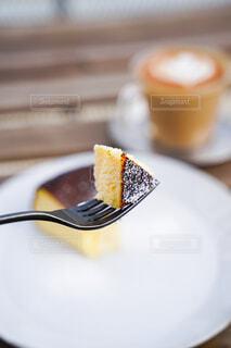 食べ物,ケーキ,コーヒー,朝食,屋内,デザート,フォーク,テーブル,皿,カップ,おいしい,菓子,物