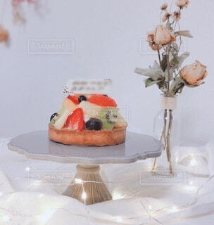 食べ物,花,屋内,花瓶,ドライフラワー,デザート,壁,食器,記念日,誕生日ケーキ,菓子