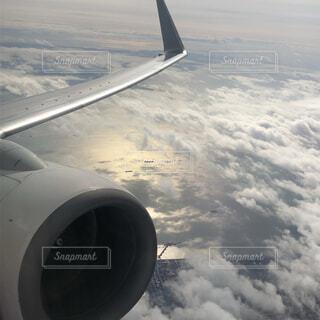 自然,海,空,屋外,雲,空の上,飛行機,羽,エンジン,航空機,雲の上,海上,空気,フライト,羽ばたく,旅客機,ジェットエンジン,空の旅,航空,車両,海の上,飛行機の羽,航空宇宙工学,航空宇宙メーカー,航空機エンジン