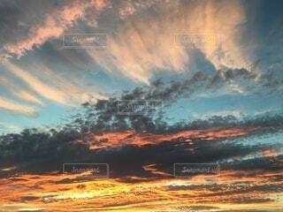 夕立が去っていった夕雲の写真・画像素材[4946645]