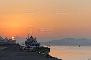 風景,海,空,太陽,船,光,朝焼け,港,日の出,働く人