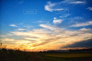 夕焼けの風景の写真・画像素材[4953975]