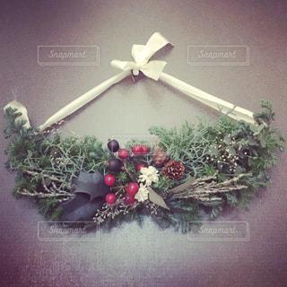 クリスマスドアスワッグの写真・画像素材[936580]