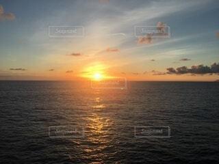 フェリーからの夕日の写真・画像素材[4946596]
