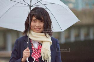 傘を持った少女の写真・画像素材[862251]