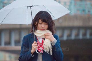 傘を持った少女の写真・画像素材[1016660]