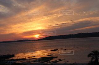 夕日と海の写真・画像素材[4950062]