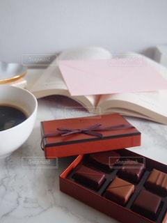 テーブルの上のコーヒー カップの写真・画像素材[1752462]