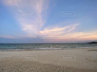 久米島の砂浜の夕暮れの写真・画像素材[4952702]