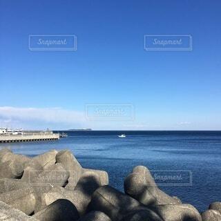テトラポッドと海の写真・画像素材[4956085]