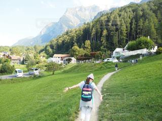 女性,自然,屋外,青空,後ろ姿,スイス,海外旅行