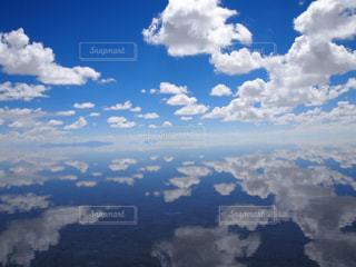 雲の多い空の眺めの写真・画像素材[2416897]