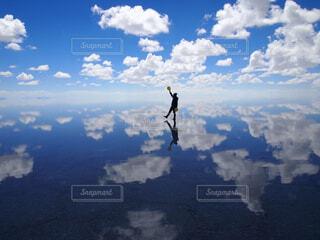 曇りの日に空の雲の写真・画像素材[4517215]