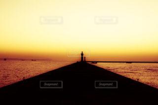 水の体に沈む夕日 - No.955433