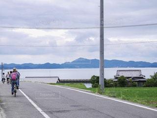 瀬戸内海の島でサイクリングの写真・画像素材[422645]