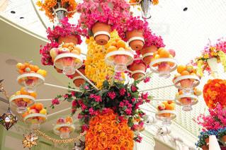 テーブルの上の花の花瓶の写真・画像素材[785713]