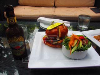 トッピング サンドイッチとサラダ プレート テーブル - No.822346