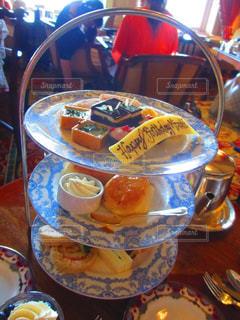 テーブルの上に食べ物のプレート - No.822360