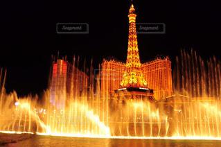 クロック タワーは夜ライトアップの写真・画像素材[1026112]