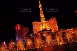 バック グラウンドでパリ ラスベガスの夜ライトアップされた都市の写真・画像素材[1026113]