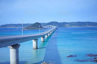 水の体の上の橋の写真・画像素材[1101412]
