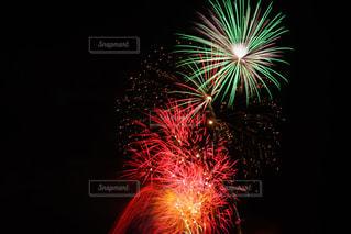 空に花火の写真・画像素材[1311336]