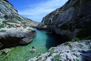 女性,風景,海,海外,晴れ,ヨーロッパ,泳ぐ,観光,旅行,5月,海外旅行,マルタ島,マルタ,ゴゾ島,Malta