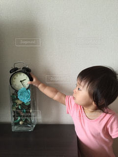 時計,子供,興味津々,アナログ,置き時計