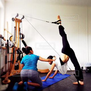 女性,20代,スポーツ,バレエ,健康,脚,2,ダイエット,フィットネス,腹筋,ストレッチ,痩せる,柔軟,開脚,ジャイロトニック