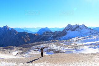 女性,自然,空,冬,雪,屋外,海外,青空,ヨーロッパ,山,景色,登山,リラックス,寒い,ドイツ,ハイキング,海外旅行