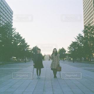 女性,冬,カメラ,仲良し,フィルム,友達,ツーショット