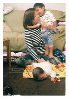 子ども,屋内,人物,人,赤ちゃん,幼児,若い,お母さん,妹,お兄ちゃん,ママと子供
