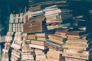 屋内,本,読書,フィルム,複数,雑然,杭,重ねる,古本,積み上げ