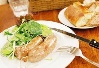 ナイフとフォークの食事のプレートの写真・画像素材[751804]
