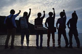 ビーチに立つ人々 のグループの写真・画像素材[752747]