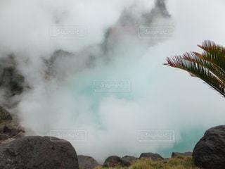 背景の山の煙の山の写真・画像素材[752749]