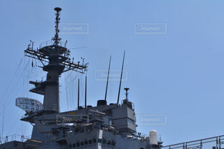バック グラウンドでの大型船の写真・画像素材[781521]