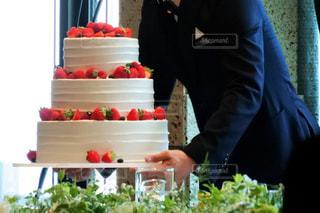 ウエディング ケーキを切る人の写真・画像素材[807841]