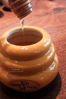 テーブルの上のコーヒー カップ - No.807949