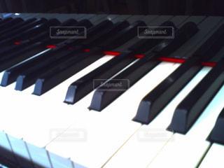 近くにピアノのの写真・画像素材[807983]