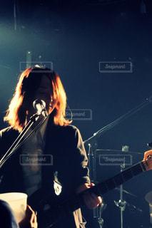 ステージに立っている人の写真・画像素材[808013]