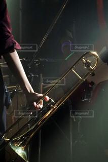 ステージに立っている人 - No.808023