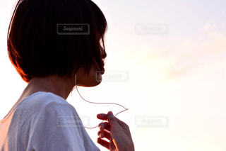 男と女のカメラ目線の写真・画像素材[808061]