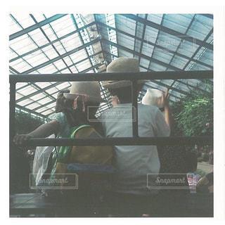 バスに座っている人々 のグループの写真・画像素材[819587]