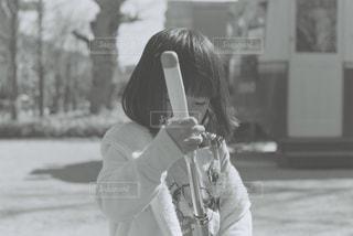 野球のバットを持つ女性 - No.819649